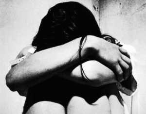Abusi-sessuali-300x235 Crotone, Abusi su una tredicenne, arrestato uomo di 40 anni