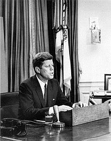kennedy Attenzione, attenzione! La buona anima del presidente Kennedy aprirà la campagna elettorale a Bisignano