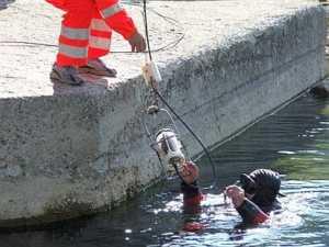 sommozzatori_13-300x225 Cosenza, ritrovata la statua di San Francesco scomparsa in mare