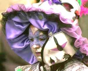 FOTO-Una-maschera-durante-il-carnevale-di-Calabria-300x243 Castrovillari e la fama del suo Carnevale
