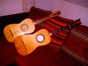 chitarra_calabrese-300x225 A Bisignano, gli strumenti a corda della grande tradizione calabrese