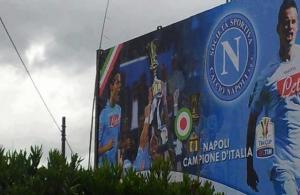 """Napoli_campione_dItalia """"Napoli Campione d'Italia"""". Il manifesto-scherzo da Bisignano spopola su Facebook"""