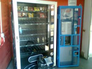 distributore-300x225 Saccheggiato il distributore automatico all'interno del palazzo municipale