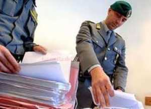 finanzieri-300x217 Controlli della Finanza nei negozi di Cosenza. In 66 casi non emesso scontrino fiscale