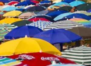 ombrelloni-300x217 Città svuotate dal caldo. 40 gradi nel cosentino