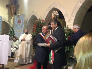Il-Sindaco-di-cassano-AllIonio-a-Bisignano-SantUmile-1 Sant'Umile da Bisignano. Sindaco di Cassano Ionio accende lampada votiva