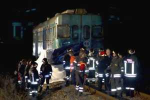 treno-300x200 Rossano: Treno travolge furgone, 6 morti