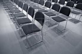 sedie-vuote A Bisignano solamente tante sedie vuote. Bisignanesi e cittadini esenti da colpe