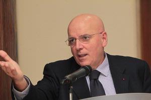 mario-oliverio Emergenza rifiuti, Convocata riunione in provincia