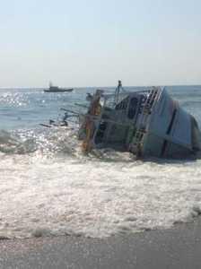 calabria-concordia-224x300 In Calabria tante piccole Concordia lasciate a riva