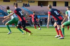 cosenza-calcio-punizione-300x199 Cosenza 3-0 Vigor Lamezia prima vittoria in casa dei rossoblù