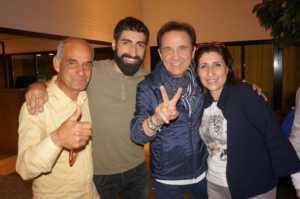 fabiocurto-famiglia-300x199 L'acrese Fabio Curto campione di The Voice. La Calabria lo festeggia