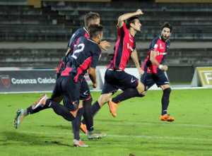 tedeschi_cosenza-casertana-300x221 Lega Pro, Cosenza rimonta in 15 minuti. 2-1 contro la Casertana