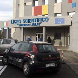 carabinieri_liceo-300x300 Liceo Julia: la dirigente vieta ai genitori di assistere al Consiglio di Istituto e li costringe a chiedere l'intervento dei Carabinieri
