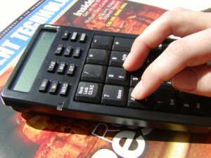 calcolatrice-300x225 Credito, in Calabria i tassi più alti d'Italia