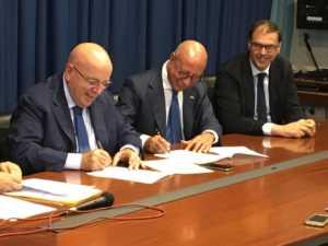Mario-Oliverio-Nicola-Paldino-e-Mauro-DAcri-300x225 Bcc Mediocrati e Psr Calabria ecco il protocollo d'intesa