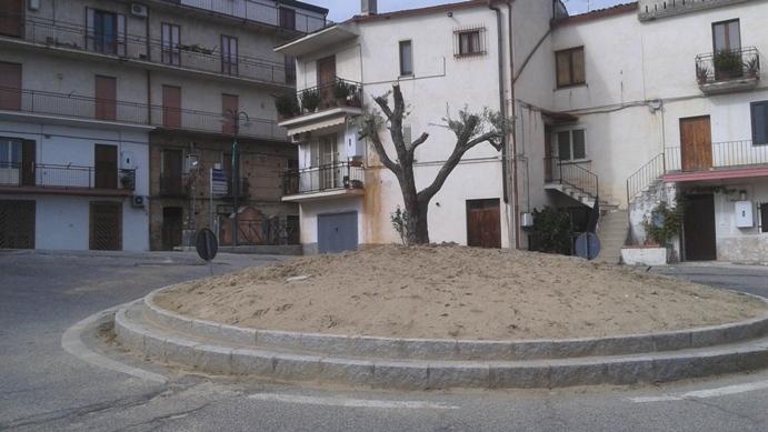 rotonda-san-francesco-piano-croce Un ulivo secolare per abbellire la rotatoria a San Francesco