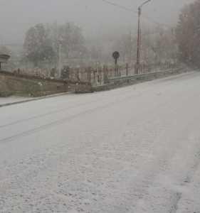 neve-strada-281x300 Ondata di freddo in Calabria e fiocchi di neve anche a bassa quota