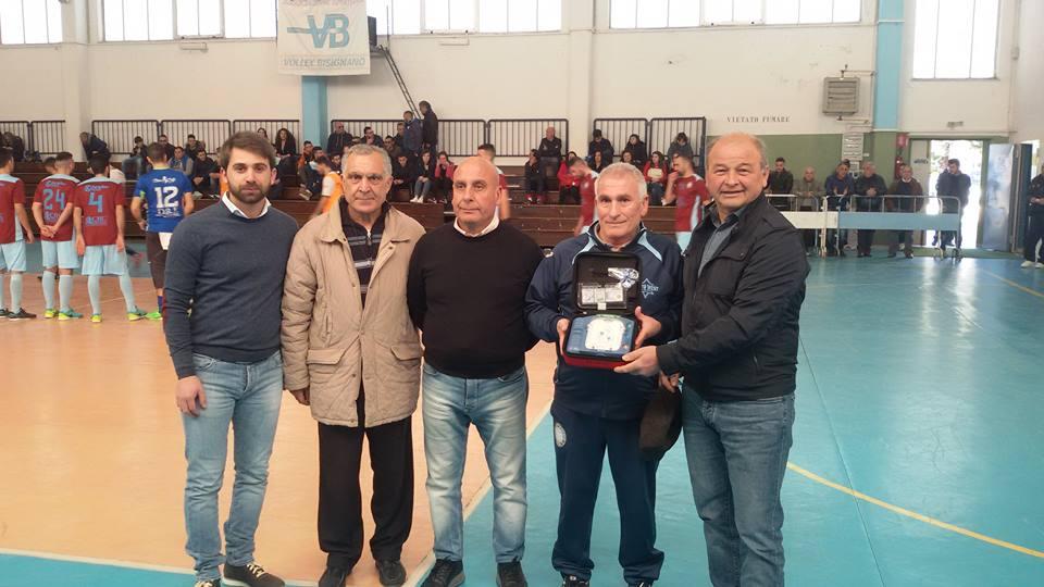 bisignano-umile-sport L'amministrazione comunale consegna un defibrillatore a tre società sportive
