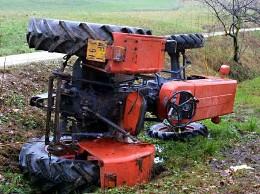 260x01284654179689trattore Acri: Giovane muore schiacciato dal trattore