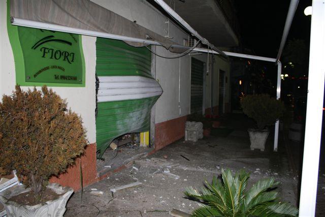 IMG_4767 Atto Vandalico a Mongrassano Scalo, un ordigno esplosivo è stato fatto esplodere davanti attività commerciale