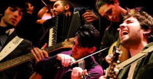 """MdV-2010-31-300x156 Cosenza, Primo videoclip per i """"Musicanti del Vento"""""""