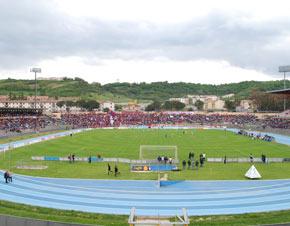 San-Vito-stadio_1 Gli sbandieratori di Bisignano prima del derby Cosenza-Catanzaro