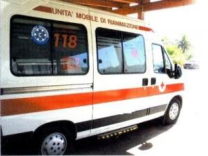 ambulanza1-300x225 Incidente nel reggino sulla SS106. Muore 17 enne