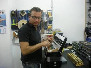 carmeloastuni1 Il Laboratorio di fisarmoniche di Carmelo Astuni
