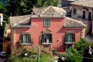 palazzi_-300x199 Luoghi da Visitare a Bisignano, cosa vedere, monumenti, attrattive