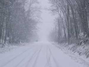 salita_con_neve-300x225 Torna la neve in Sila. Pioggia e freddo in tutta la Calabria
