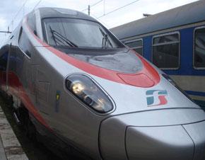 treno-frecciargento_2 Vibo. Una donna muore travolta dal treno