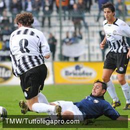 viareggio Cosenza - Viareggio 0-1, i silani retrocedono in Seconda divisione