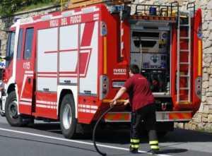 vigili-del-fuoo-300x221 Automezzo in fiamme tra Torano e Tarsia. Riaperta l'autostrada