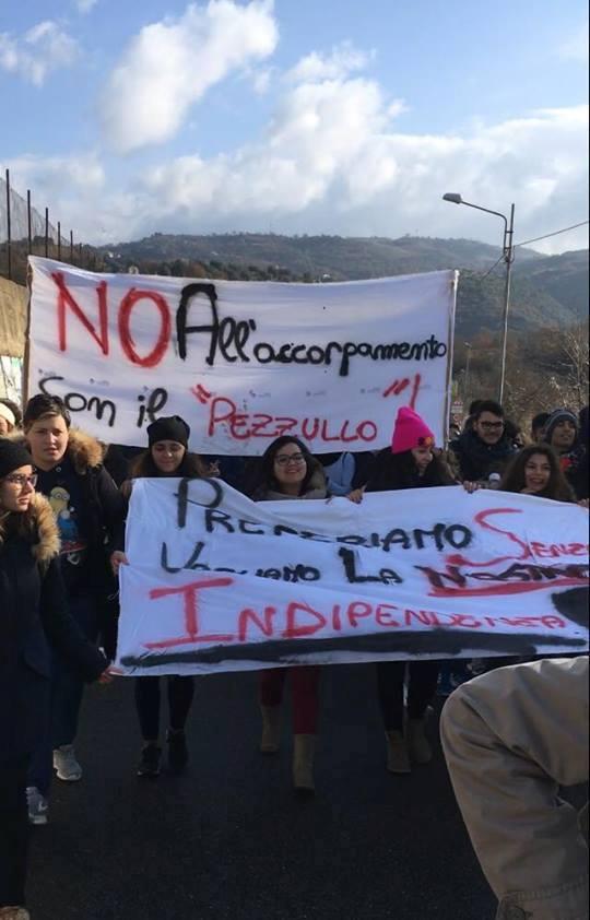 protesta-siciliano0 La protesta degli studenti, no alla perdita dell'autonomia