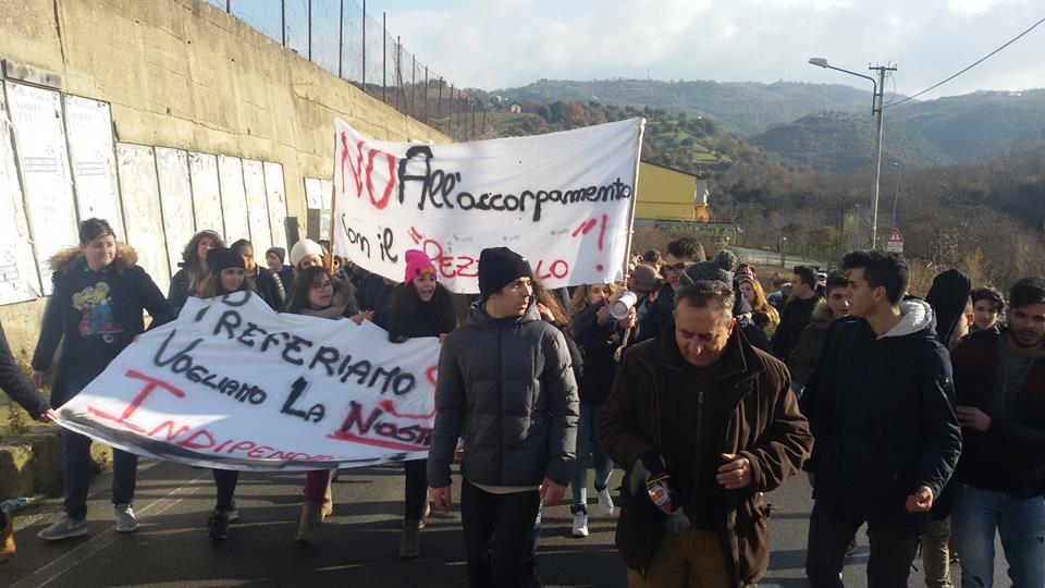 protesta-studenti-1 La protesta degli studenti, no alla perdita dell'autonomia