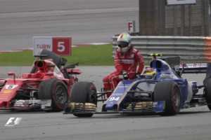 Vettel-passaggio-Wehrlein-Sepang-300x200 Gp Malesia, per la Ferrari una jella scarogna di tutti i colori