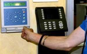 assenteismo-badge-cartellino-300x188 Furbetti del cartellino nel comune di Melito Porto Salvo, 7 arresti