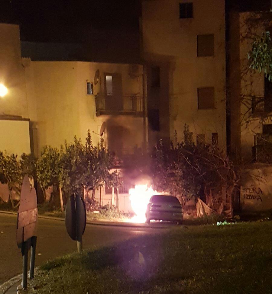 WhatsApp-Image-2018-01-14-at-16.27.13 Incendio nella notte, auto in fiamme a Piano
