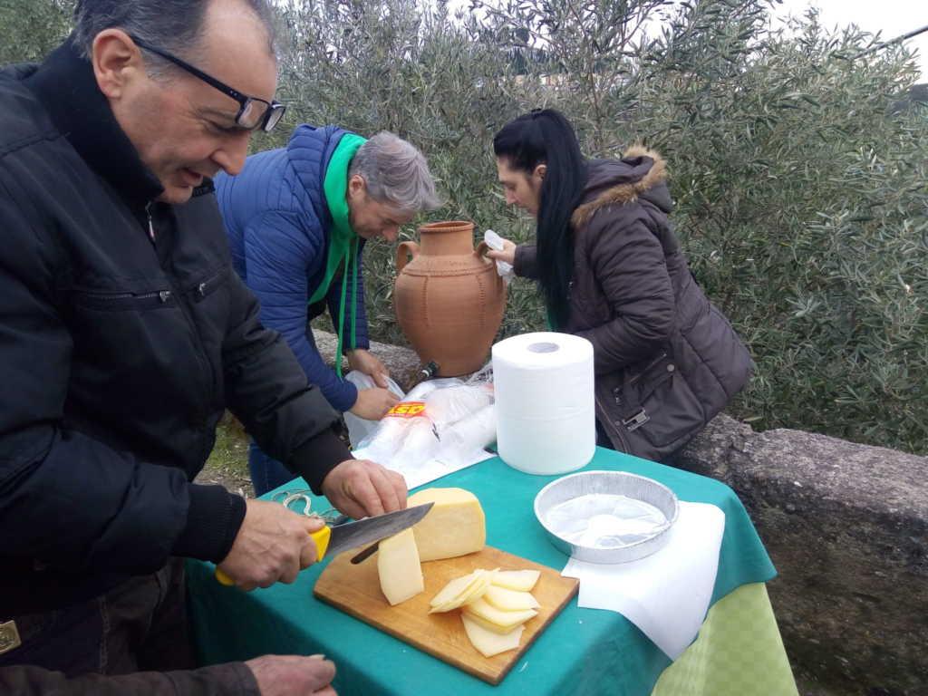 LRM_20180218_153930-1024x768 Pezz'u casu, il tradizionale lancio del formaggio nell'edizione 2018