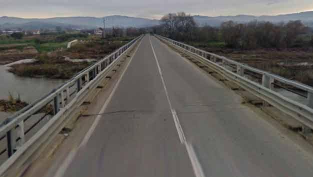 fiumecrati-ponte-mongrassan Chiuso al traffico il ponte sul fiume Crati verso Mongrassano Scalo