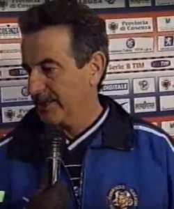 mondonico-a-cosenza-250x300 Addio a Emiliano Mondonico, allenò anche il Cosenza