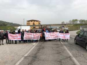 """protesta-apriamo-ponte-crati-bisignano-300x225 Il comitato """"Apriamo il Ponte"""" organizza una nuova manifestazione di protesta"""